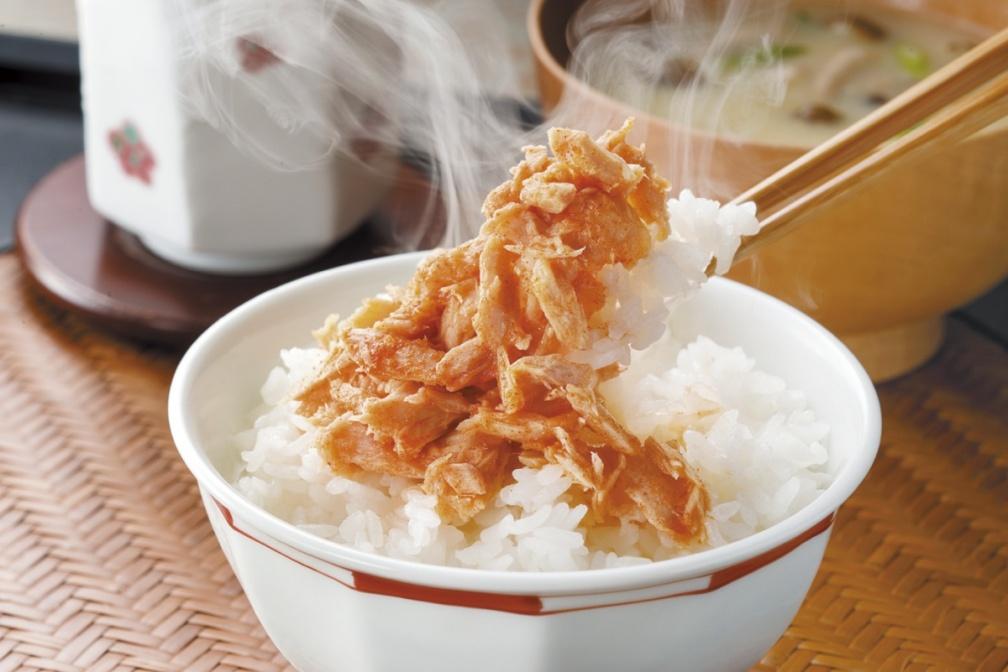 打開就能吃!8款超唰嘴日本罐頭下酒菜:烤黑毛和牛、紅楚蟹腳拌蟹膏、濱燒簾蛤