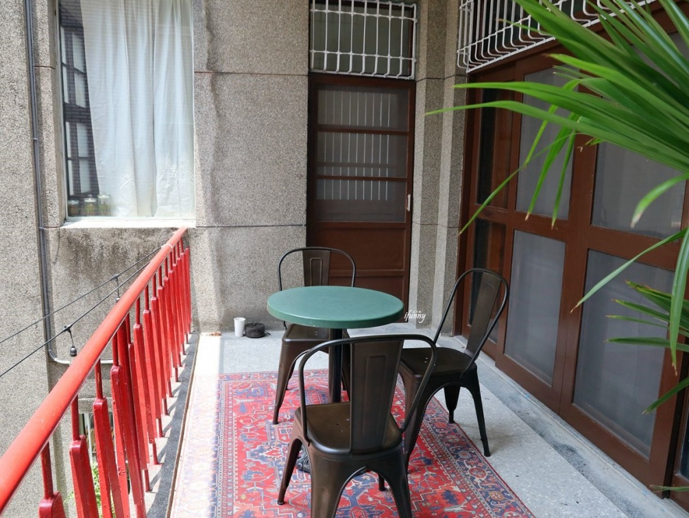 1秒到台南!「老宅咖啡廳」打卡必拍復古風招牌,大人味「提拉米蘇」一入口有滿滿酒香