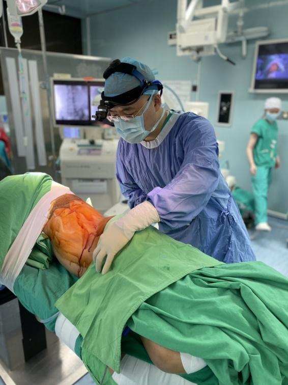 脊椎要開刀就怕「半身不遂」新「腰椎前側位入路脊椎融合手術」不傷神經,不用怕