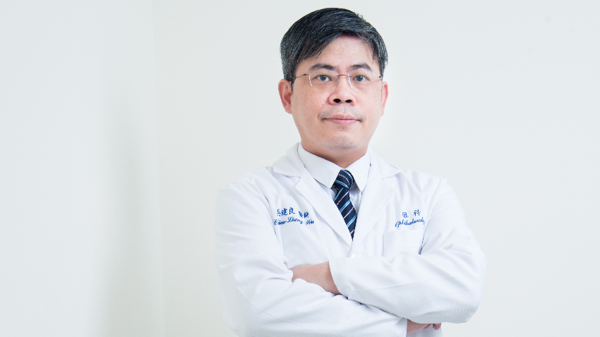萬芳醫院眼科主任吳建良:眨眼要「完全」 有效預防乾眼症
