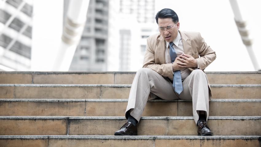 上下樓梯胸口又悶又痛,是心臟病徵兆嗎?
