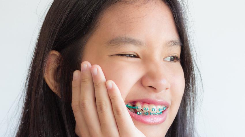 牙齒長歪了,該讓孩子做矯正嗎?