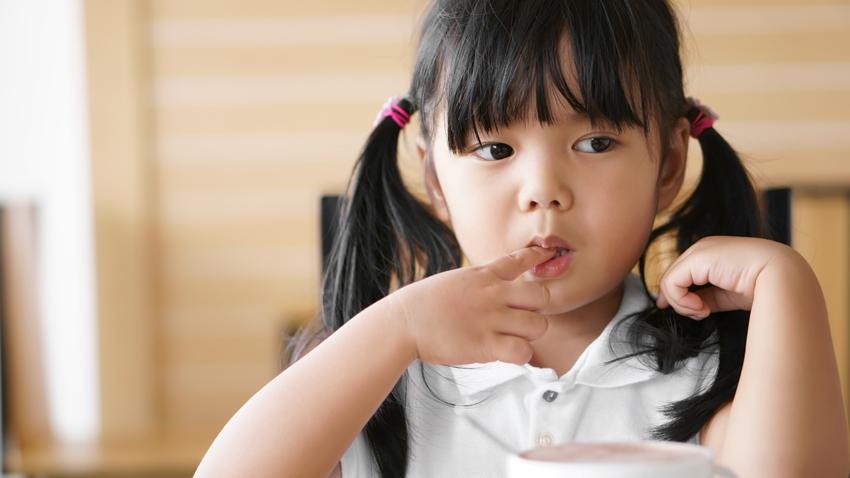 小孩愛咬指甲,爸媽可能要注意了!