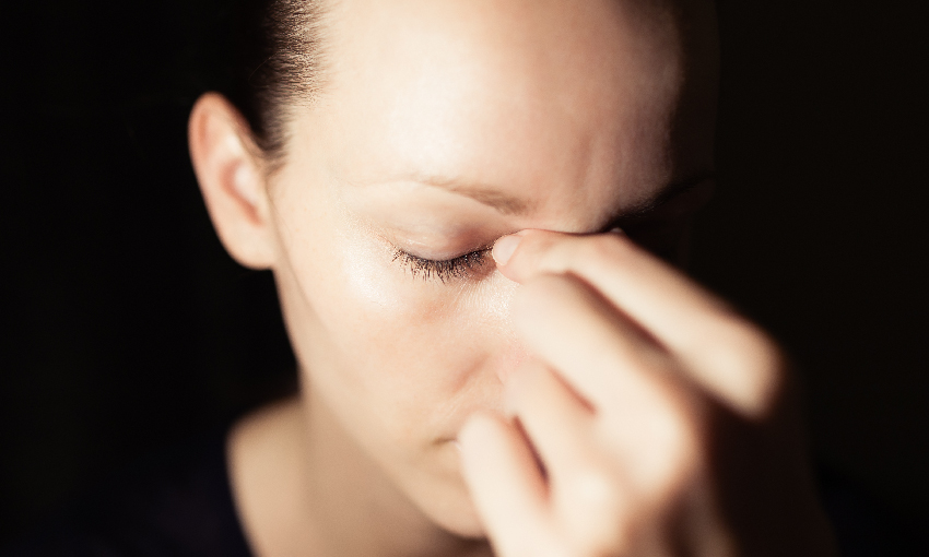 眼睛一再發紅脹痛,小心病毒讓你失明