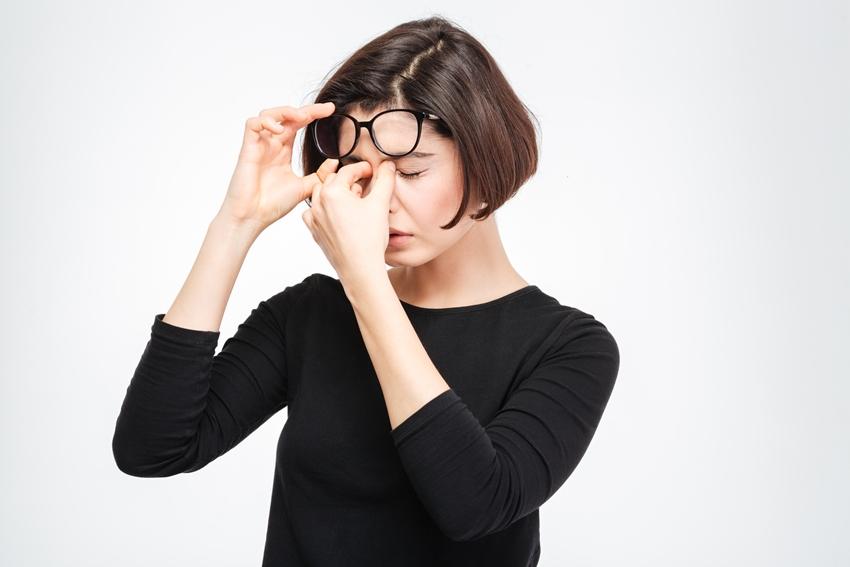 眼睛爆血管,是腦中風的徵兆?