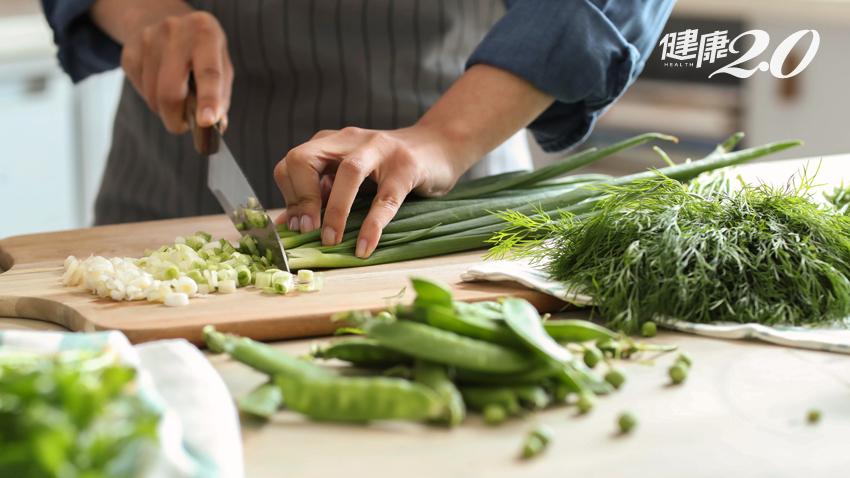 砧板比馬桶還髒!過年切菜多,砧板消毒小技巧快學