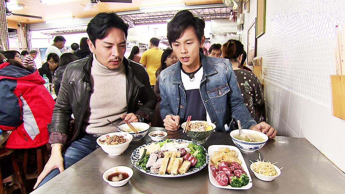 嘉義人早餐這樣吃!肉片滷肉飯+蟳粿+炸豬皮胡瓜湯,晚來吃不到
