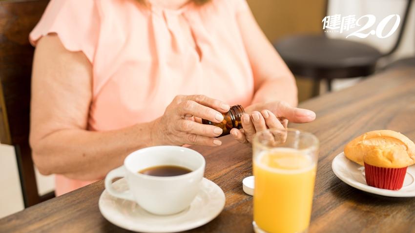 吃藥配茶、果汁行不行?打破你吃藥的迷思