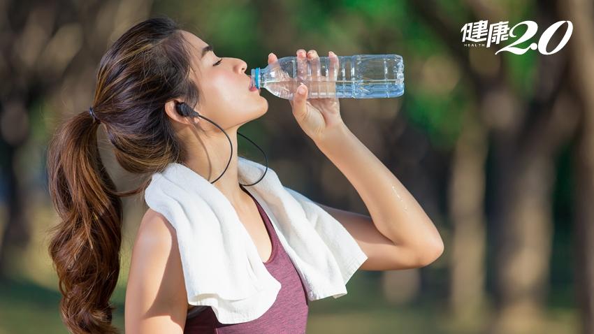 多喝水真的好?「這個時機」喝太多,小心水中毒