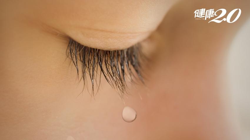 眼睛乾澀時,一滴眼藥水就解決?醫師:最好不要!