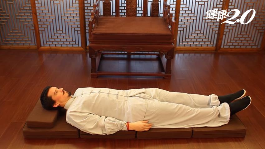 睡前「動動腳」養生功 助你快速入眠、安穩睡整夜