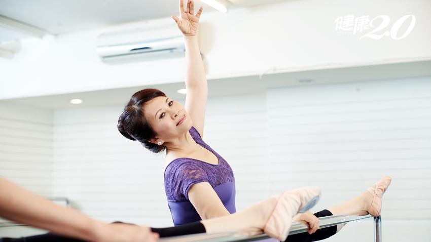 牙醫師洪淑娟年過65跳芭蕾,靠「照腰鏡」擺脫腰痛