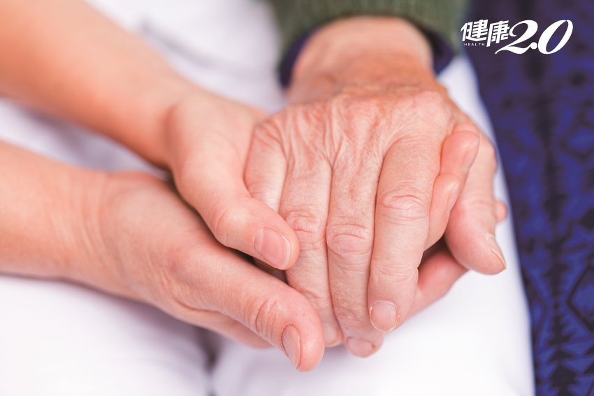 香氛轉化罹癌恐懼 精油芳療成安寧照護輔助療法