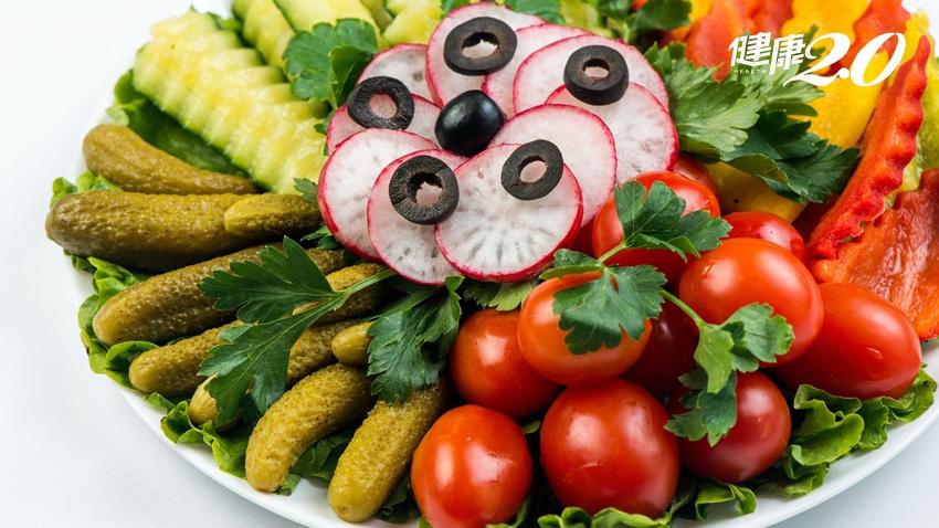 蔬菜水果有吃就好?營養師:要夠「色」才健康