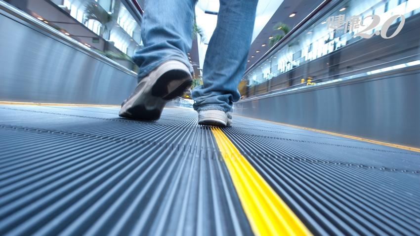 走路外八不只是美觀問題,還害你「從腰背痛到小腿」