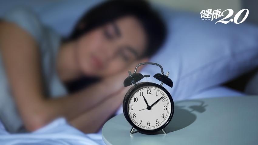 熟女好眠守則:睡前「推心置腹」、2動作有效暖身