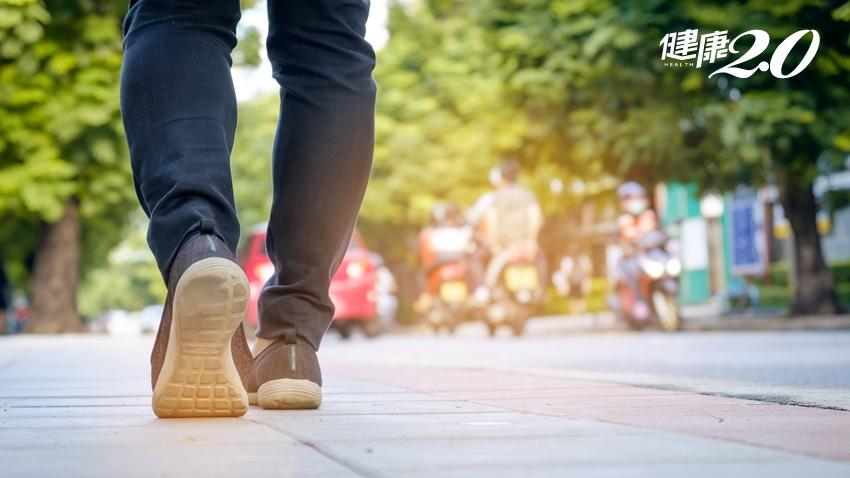 發生椎間盤突出、關節炎?這6種走路姿勢看出你的病