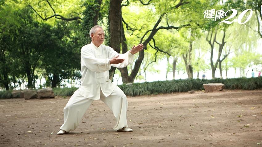 這些運動別再做!中高齡最怕骨折,「打太極」準沒錯