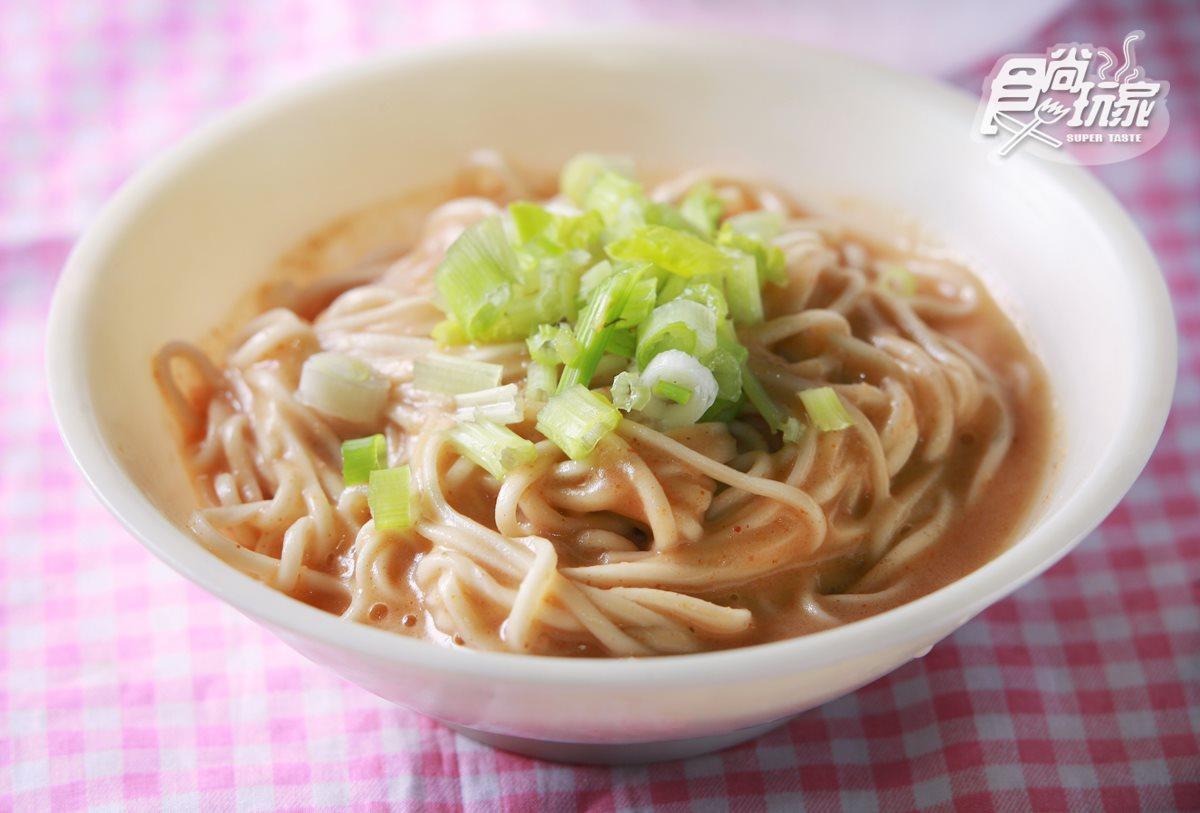 木慶魚丸,麻醬乾麵充滿濃濃白芝麻與花生香。