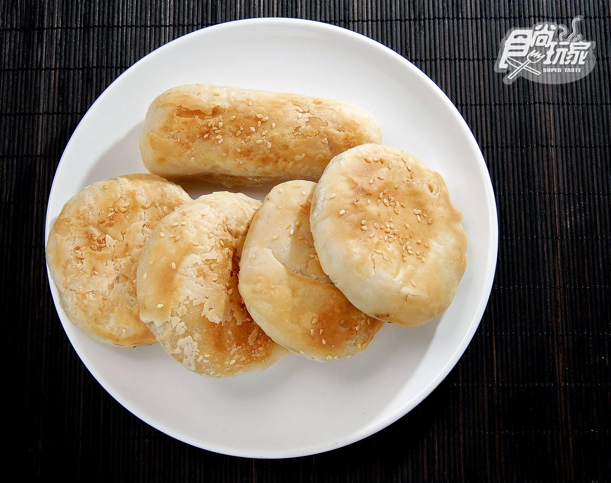 清珍早點,蔥燒餅,手擀麵團讓口感層次豐富,外皮酥脆。