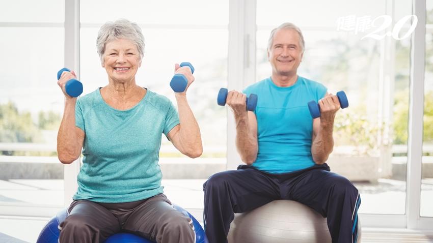 重訓不是年輕人專屬!每周練3次改善骨鬆,加做這一項更健康