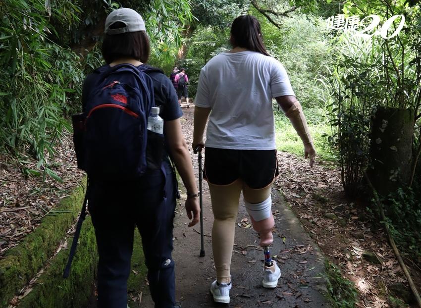 穿義肢挑戰高空垂降 塵爆截肢傷友「走」出新生