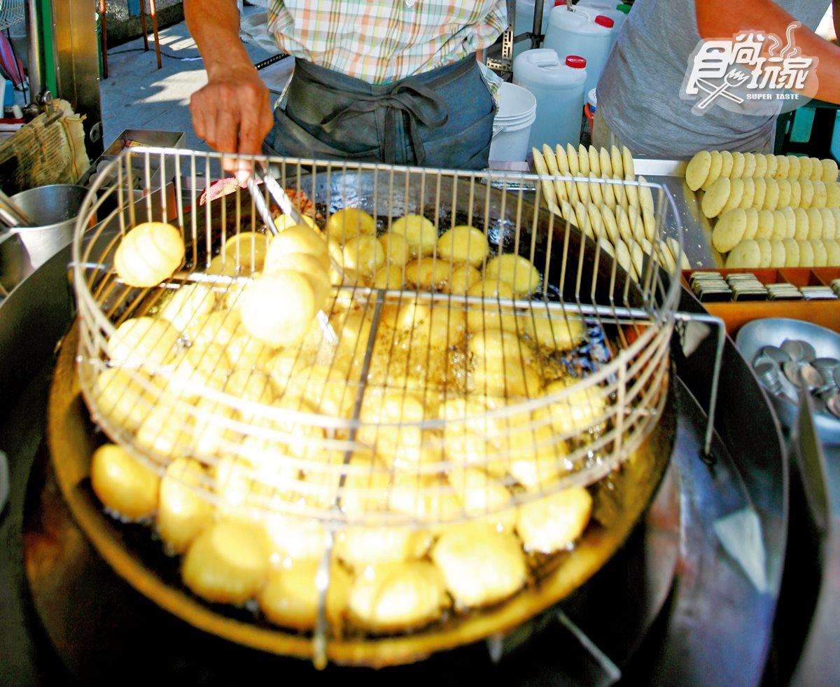 沒吃這5攤別說你來過旗津!抽號碼牌蕃薯椪、手工狗母魚麵、炭烤中藥小卷