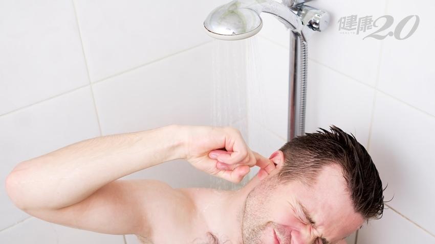 耳朵進水怎麼清才對?這樣排積水可避免中耳炎