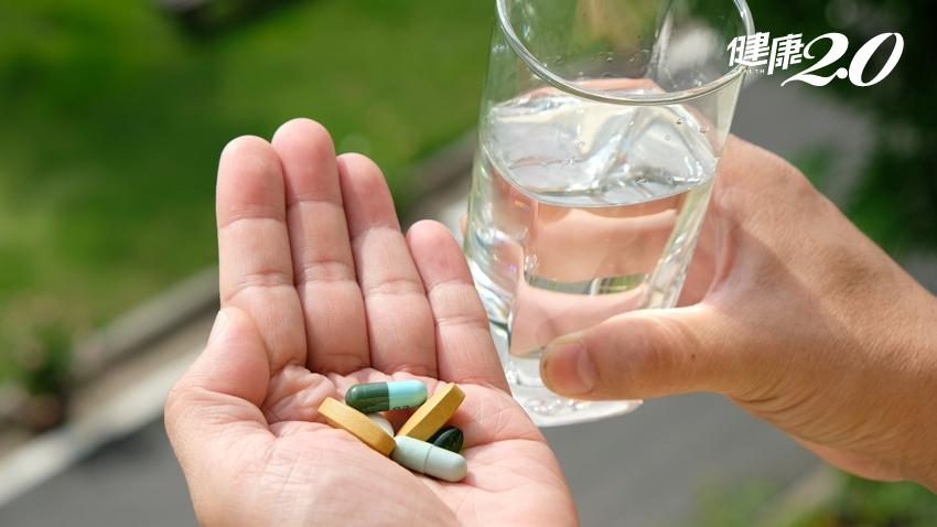 吃藥喝太少水竟食道潰瘍!醫師傳授2要訣服藥不卡喉