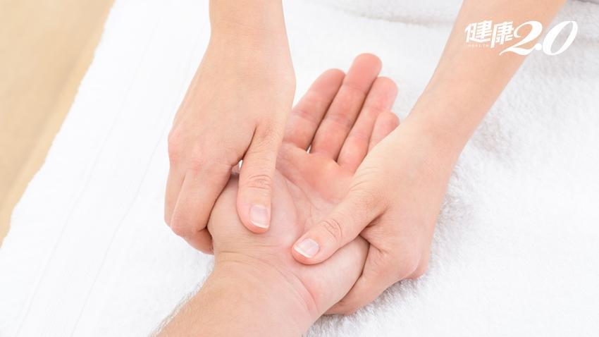 活化失智大腦、降低疼痛!專家傳授「手部撫觸療法」祕訣