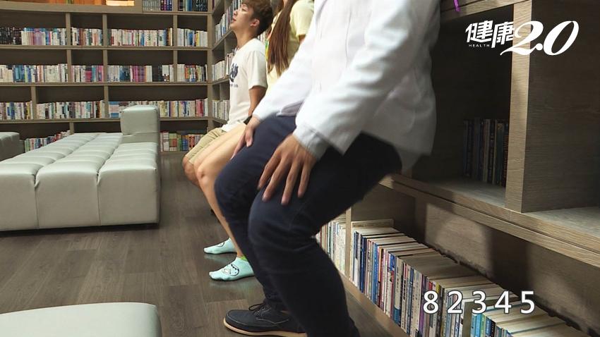 膝關節年輕10歲!每天「靠牆練」3分鐘能辦到