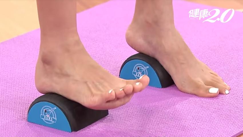腳痛、足底筋膜炎、膝痛?骨科醫1招「半圓拉筋法」改善