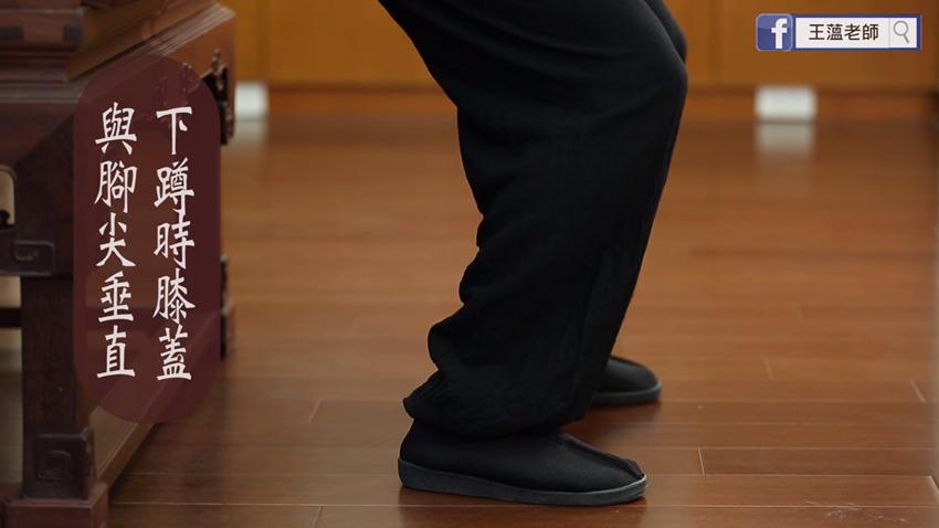 「易筋經」一式改善腸胃機能 雙手握固、膝蓋屈伸這樣做