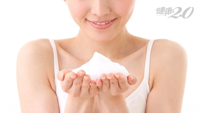 【女性健康】臉部肌膚超乾澀!自己做「潔顏慕斯」抗老回春
