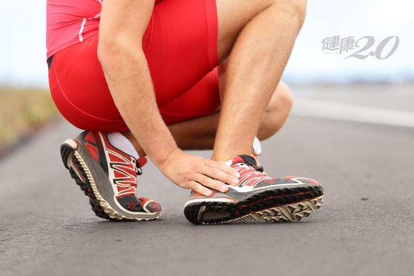 腳踝扭傷竟是長骨刺,久了恐癱!一招教你判斷