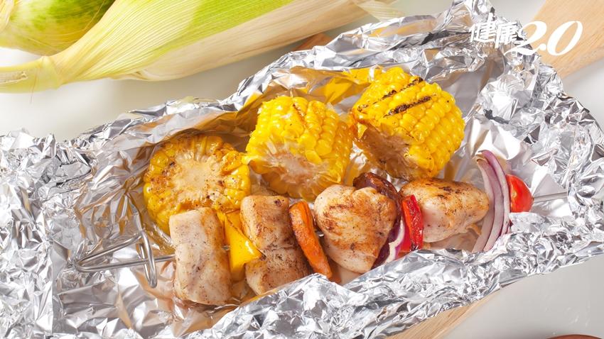 鋁箔紙用霧面還是光面?譚敦慈「防毒烤肉法」不把癌症吃下肚!