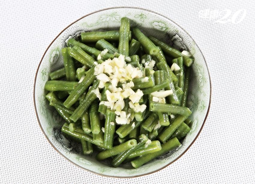 配飯吃最美味!酸豇豆清補腎氣,慢性病患吃它保健