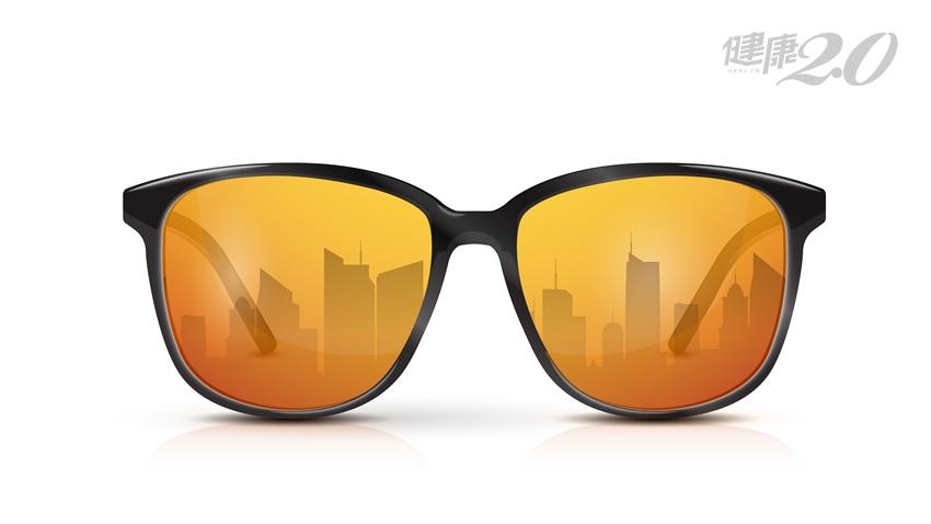 畏光、視覺變暗看不清?戴這款鏡片護眼、讓視力變清晰