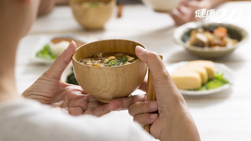 飯前可以先喝湯、吃水果嗎?營養師透露有一個隱藏好處