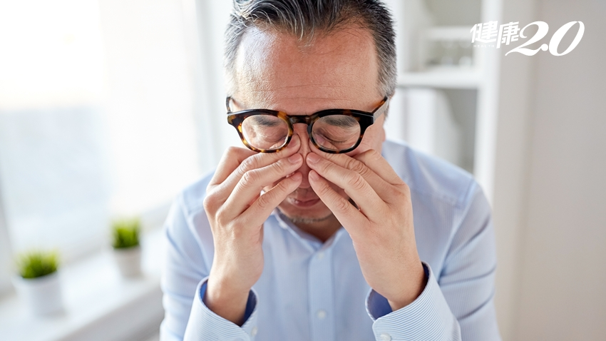 常滑手機小心乾眼症!醫師:每天1分鐘「眨眼操」防眼病