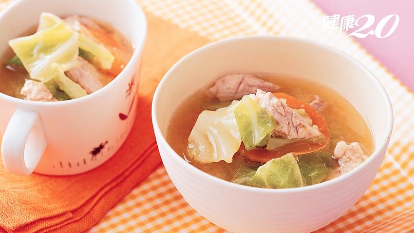 高麗菜過剩,該怎麼吃? 自己煮「減醣湯品」暖身又暖心