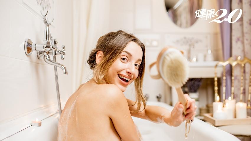 洗澡前多花1分鐘刷這裡 改善手腳冰冷、淋巴排毒