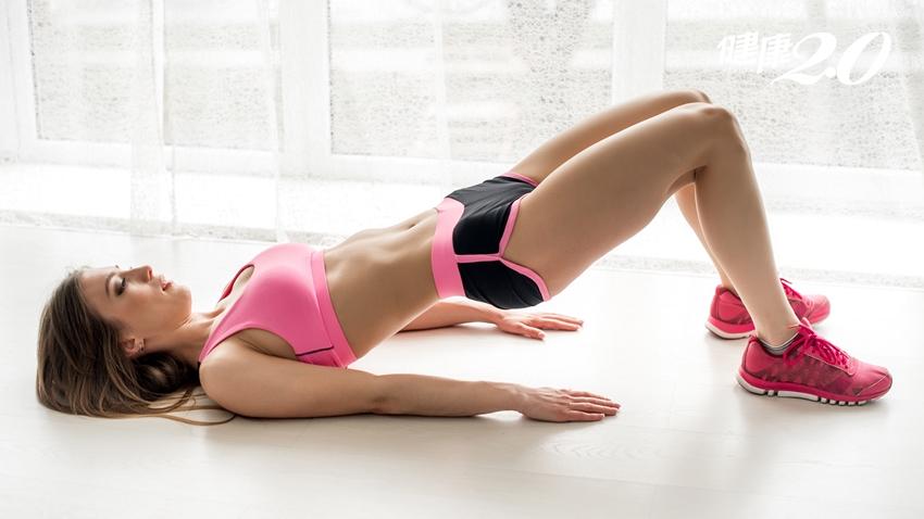 復健科醫師警告:別再用仰臥起坐練核心!