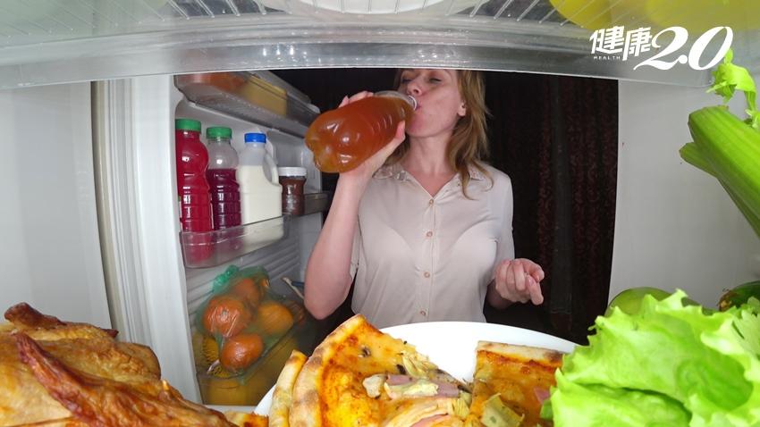 吃宵夜會導致胃癌嗎?專家反駁:這個病才會
