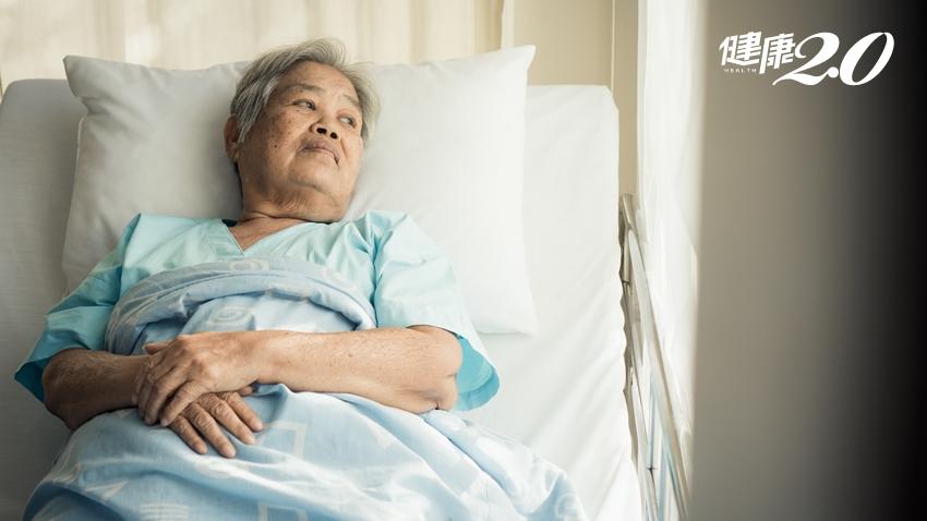 臥床1天,心肺功能衰退7天!家有長輩必學「床上運動」