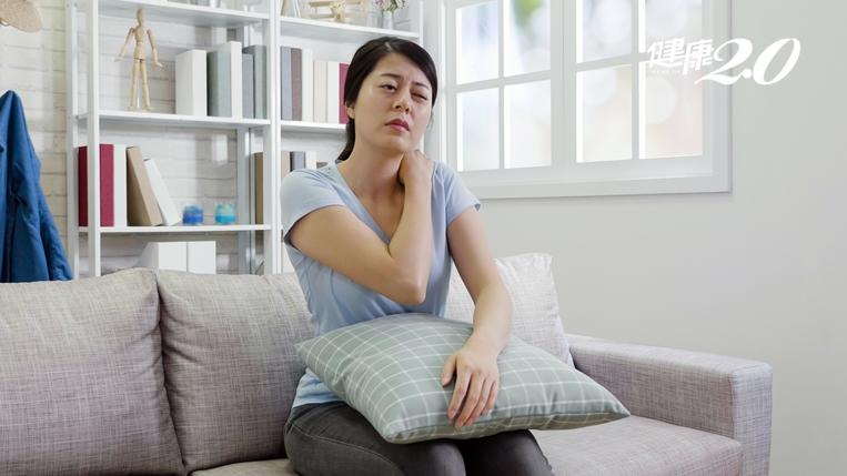 1秒測肩頸健康!這樣「坐」遠離頭痛、自律神經失調