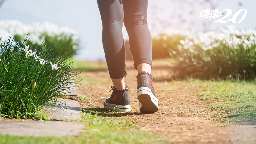 每天散步15分鐘練正念減壓 專家提點「步行修習」4大要點