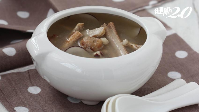 煲湯時該「吃肉」還是只「喝湯」?營養師這樣說