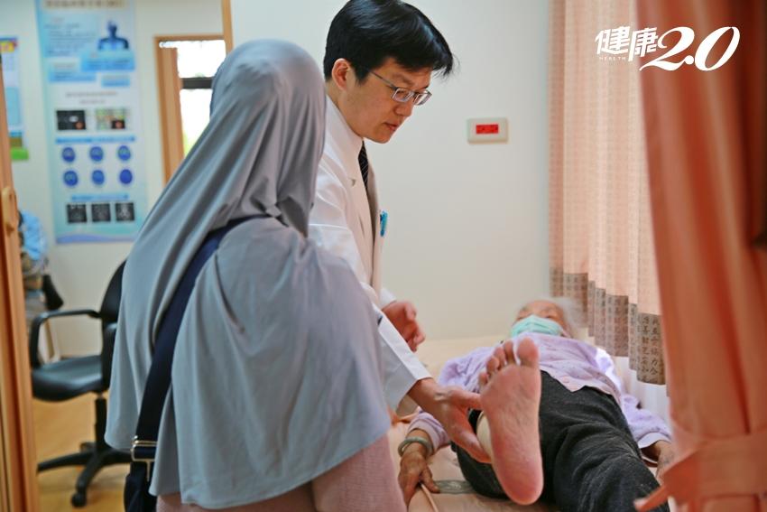 96歲婦人一跌就骨折、腰椎劇痛數個月…半小時灌「骨水泥」不痛了