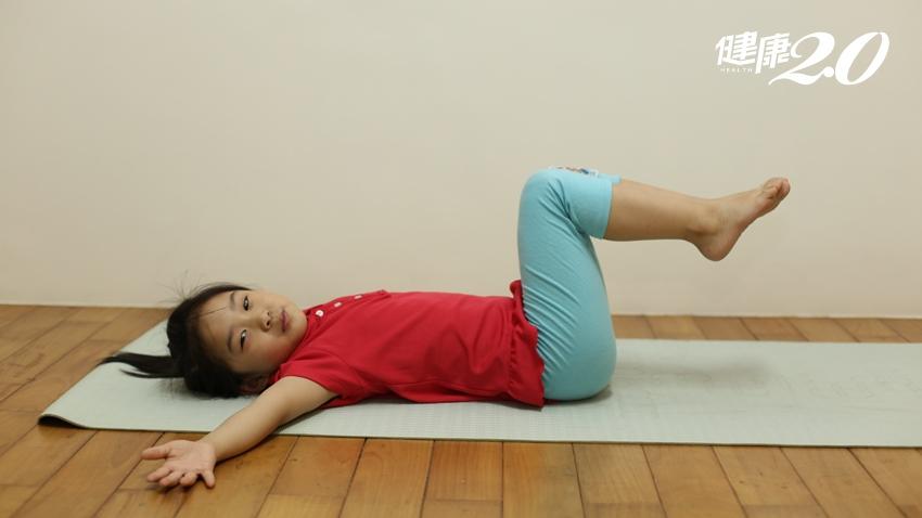 脊椎側彎了?1分鐘檢測  天天5分鐘,快來做2運動自我保養脊椎
